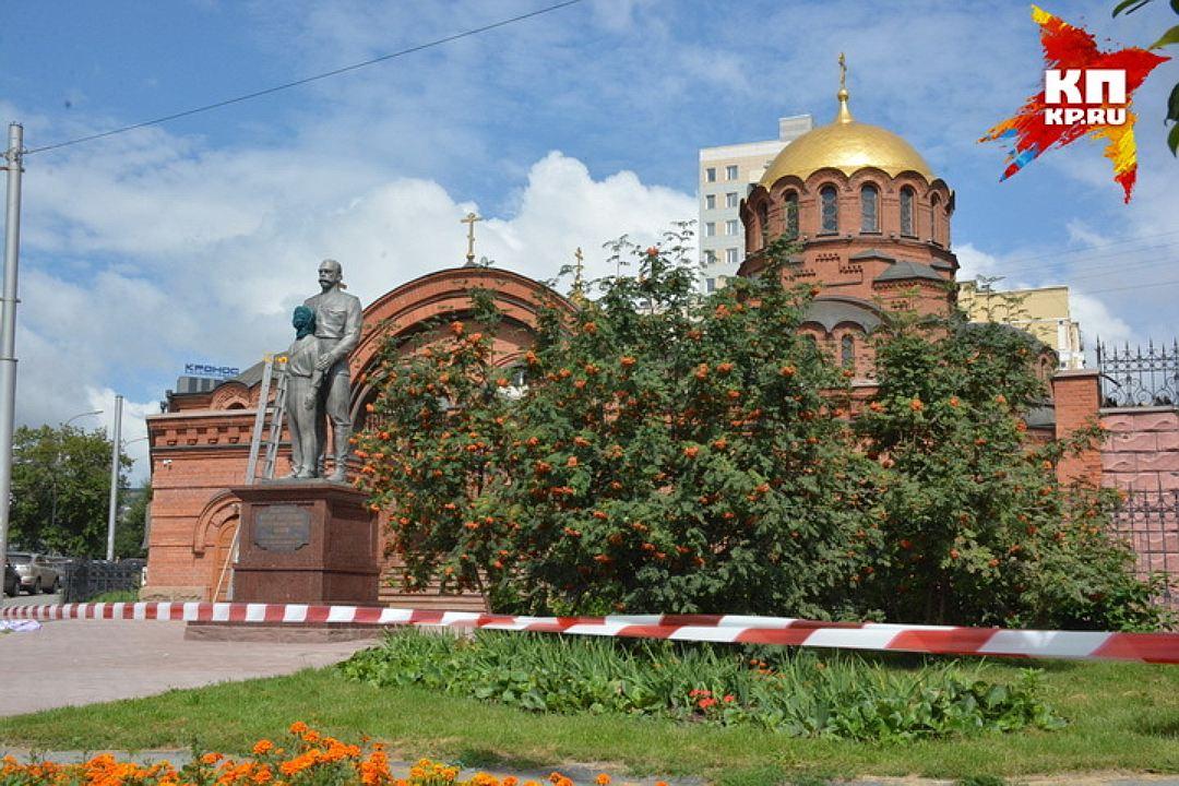 20170801_09-00-В Новосибирске памятник Николаю II и его сыну изрубили топором-pic5