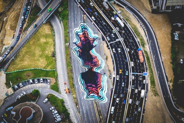 3D Effect Portal Formed on a Parisian Highway (6 pics)