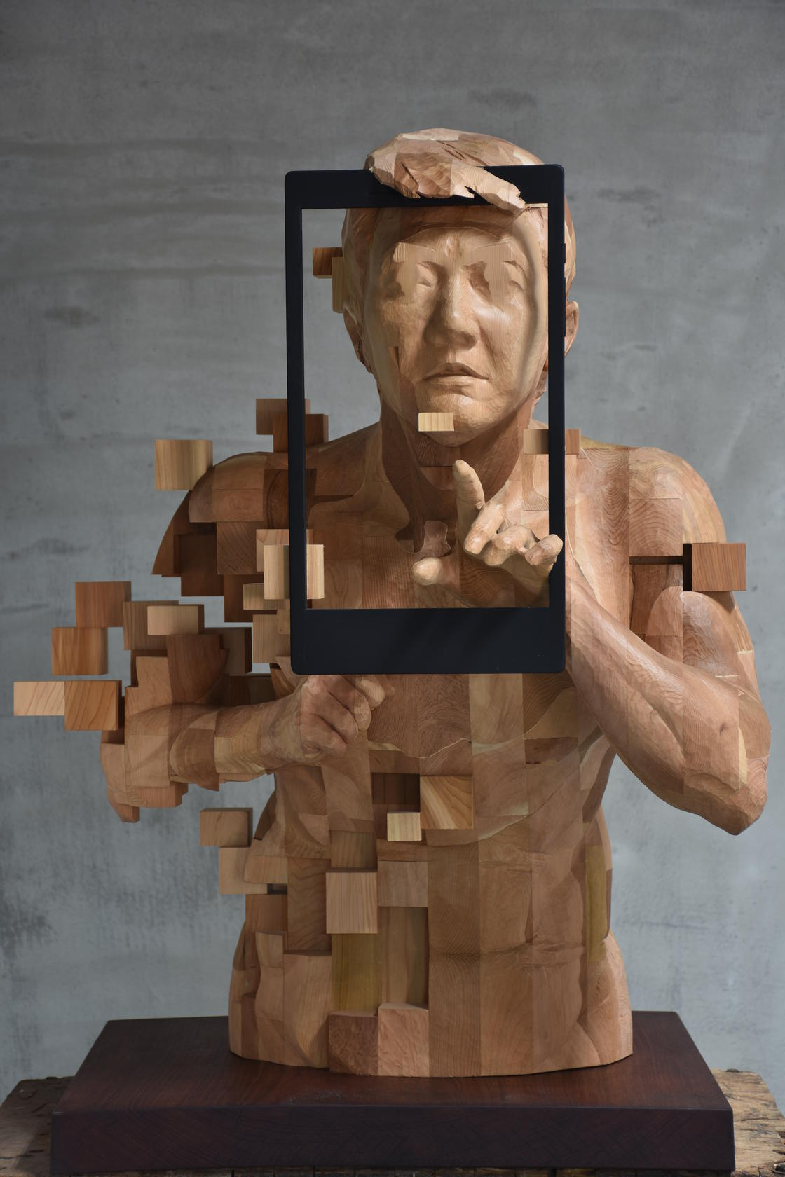 Wooden Glitches - The amazing sculptures by Hsu Tung Han