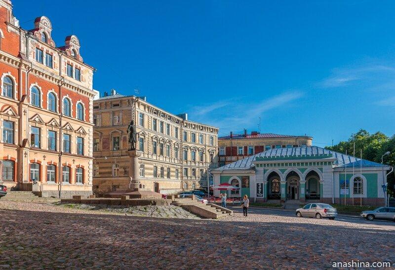 Старая Ратуша, памятник Торгильсу Кнутссону, дом Э. Вольфа и здание Гаупвахты Выборгского замка, Выборг