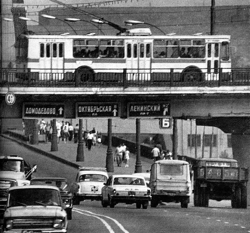 1977_Эстакада у метро Парк культуры.jpg