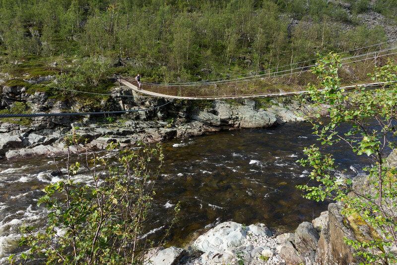подвесной мост через речку у шоссе E6