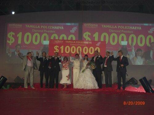 Тамилла Полежаева на вручении 1000000 долларов.jpg
