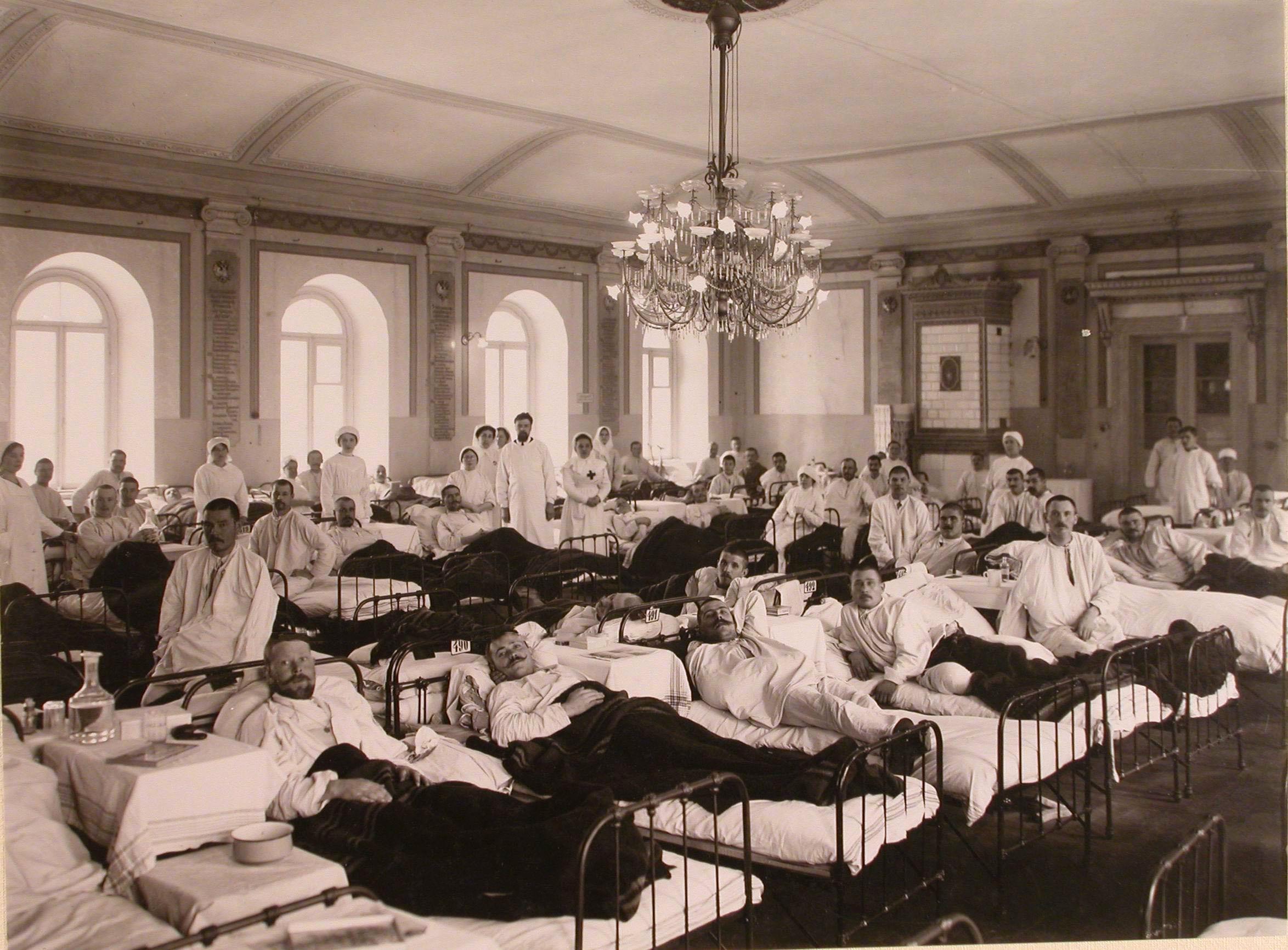 31. Раненые и медицинский персонал в палате №21 госпиталя №5