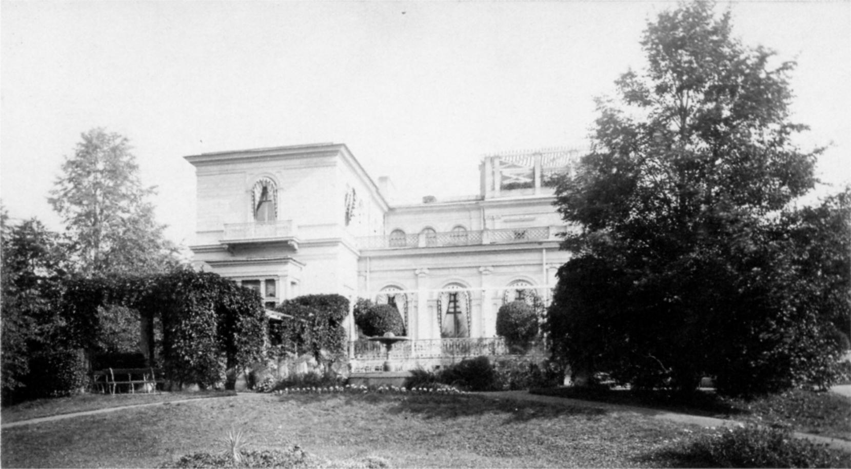 Вид Малого дворца с южной стороны. 1880-е