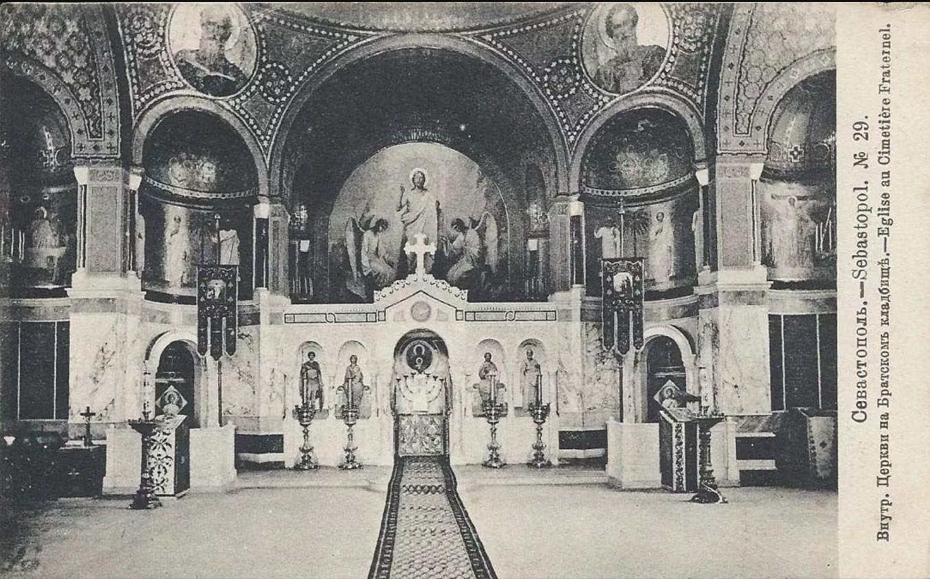 Интерьер Никольской церкви на Братском кладбище