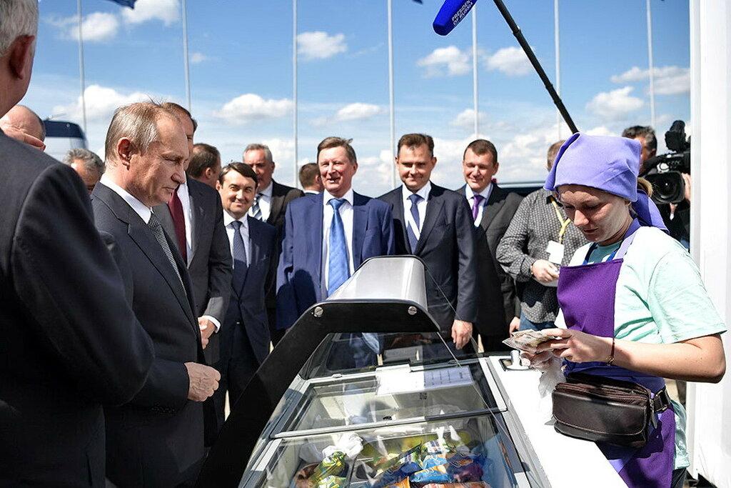 Президент РФ В.Путин посетил XIII Международный авиационно-космический салон МАКС-2017