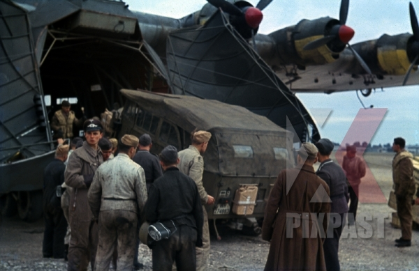 stock-photo-afrika-korp-horch-901-unloaded-from-messerschmitt-me-323-quotgigantquot-transport-plane--elaouiana-airport-tunisia-1942-12459.jpg
