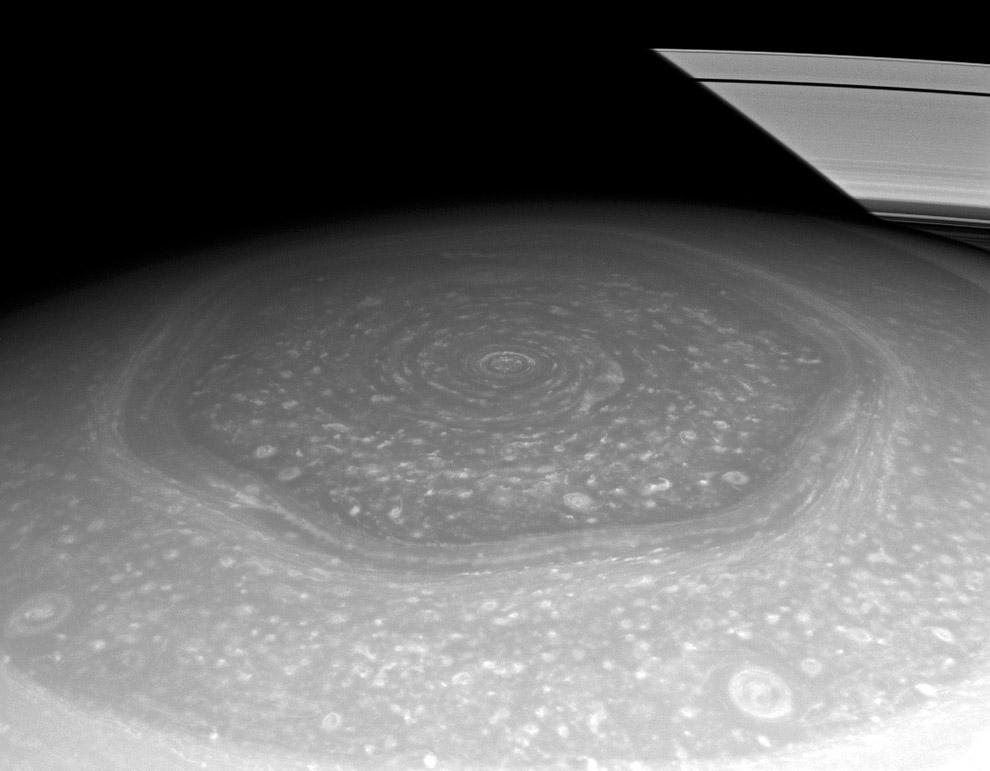 20. Рея — второй по величине спутник Сатурна. Рея по составу и геологической истории похожа на
