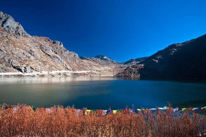 11. Озеро Тсомго Это озеро, расположенное на высоте более 4 тысяч метров над уровнем моря, представл