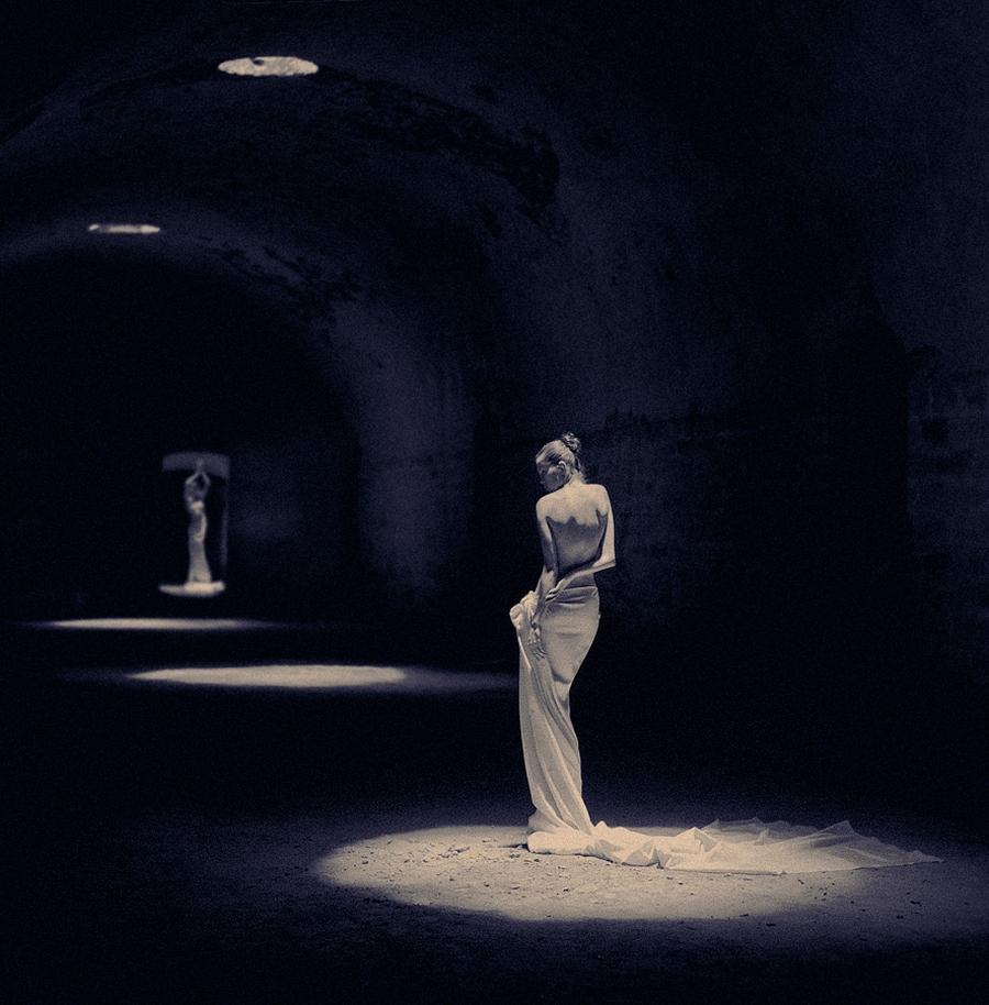 Фотограф, снимающий изящную женскую красоту (17 фото)