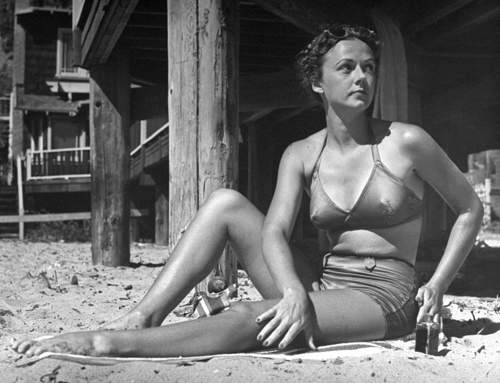 71 год назад появился самый маленький купальник в мире — бикини (31 фото)
