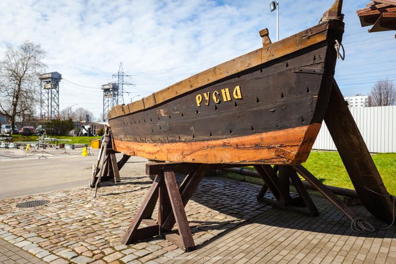 """Деревянная рыбацкая плоскодонная лодка, ходившая под парусом – куренас. Кстати, именно эта лодочка """""""