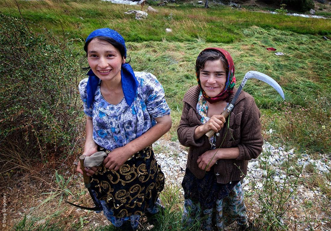 11. Таджикские крестьяне. Кстати, очень любят позировать и фотографироваться. Правда, потом просят в