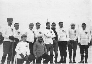 оккейная команда Петербурга на катке для игры в русский хоккей (Обводный канал, 130). 16 февраля 1914