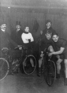 Велосипедисты на старте