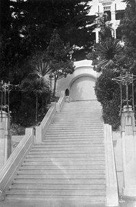 Гостиница Кавкавская ревьера лестница с нижней пложадки в парк (орфография сохранена)