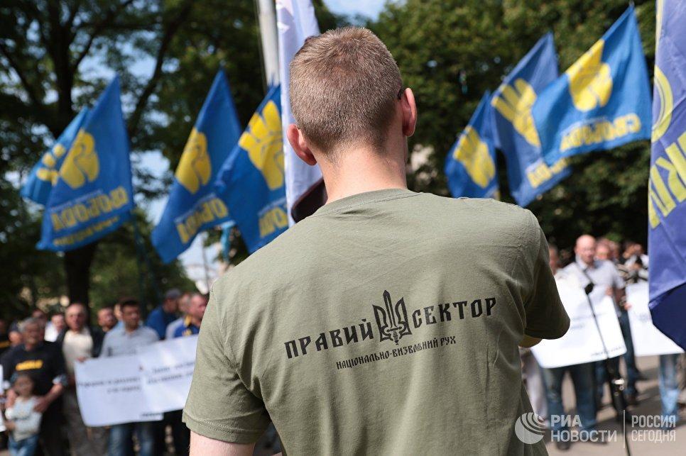 20170702_13-35-В Киеве генерала Ватутина поменяли на эсэсовца Шухевича-pic3