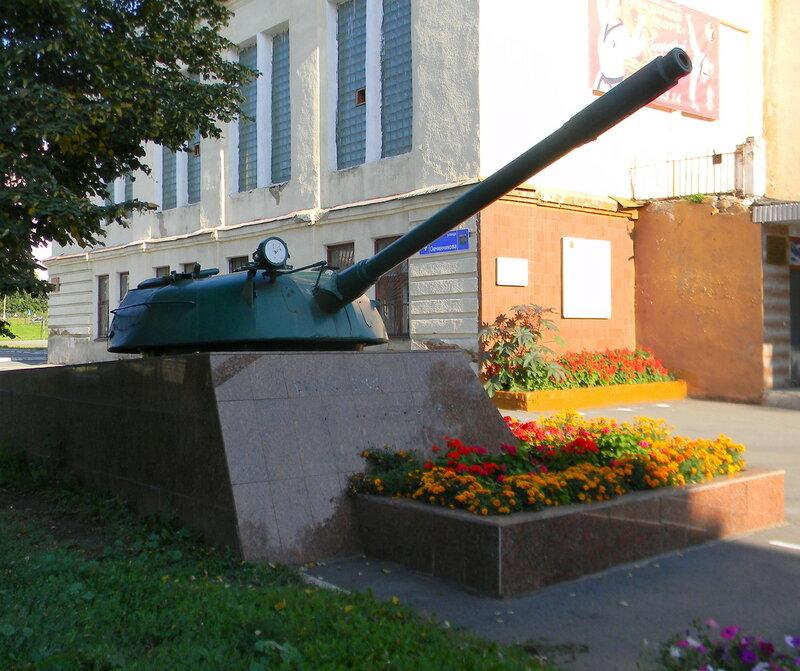 Здание, где в 1942 г. сформировалась 96-я танковая бригада им. Челябинского комсомола