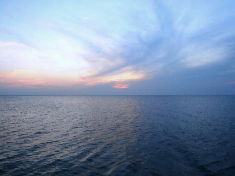 Взгляд в дали небесно-морские ... DSCN1746.JPG