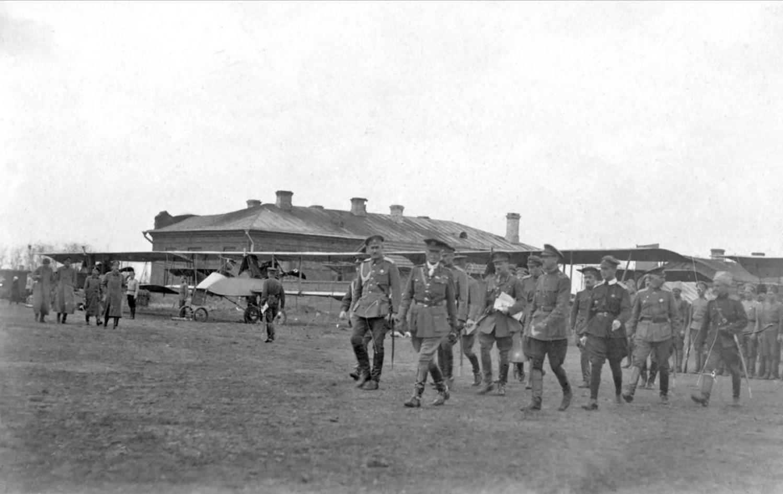 Передача командованием ВСЮР и британской военной миссией аэропланов «Вуазен». Июль. 1919