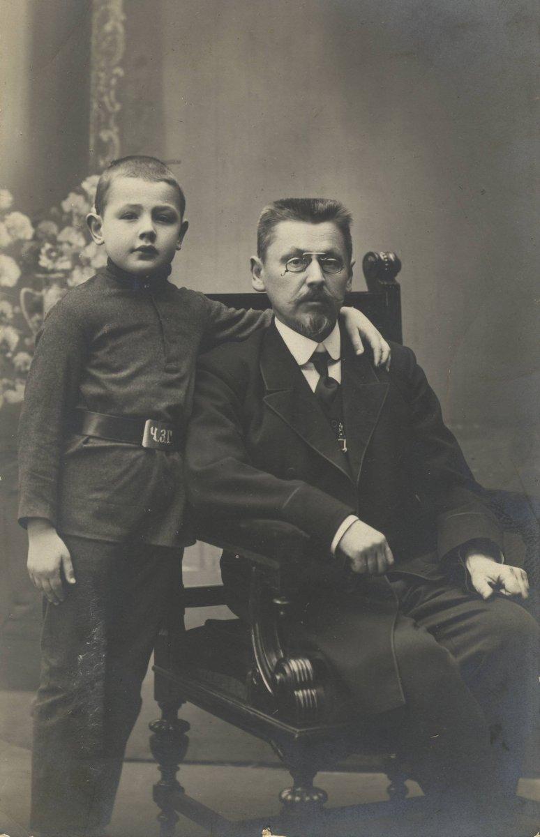 Иван Иванович Мордовченко с сыном Колей