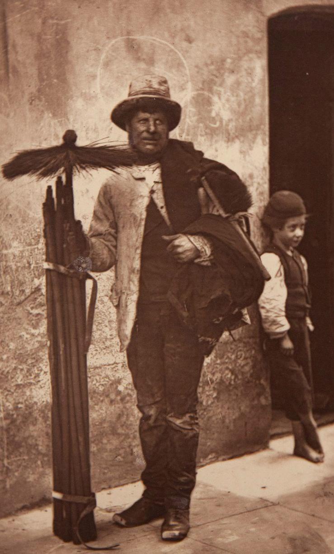 1877. Трубочист и его помощник