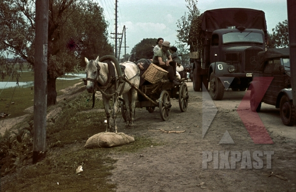 stock-photo-german-army-convoy-passing-russian-villagers-beresina-august-1941-3rd-panzer-division-12284.jpg