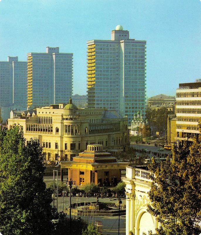 ZAVODFOTO / История городов России в фотографиях: Москва, 1980-е и бонус - билет на олимпийские игры