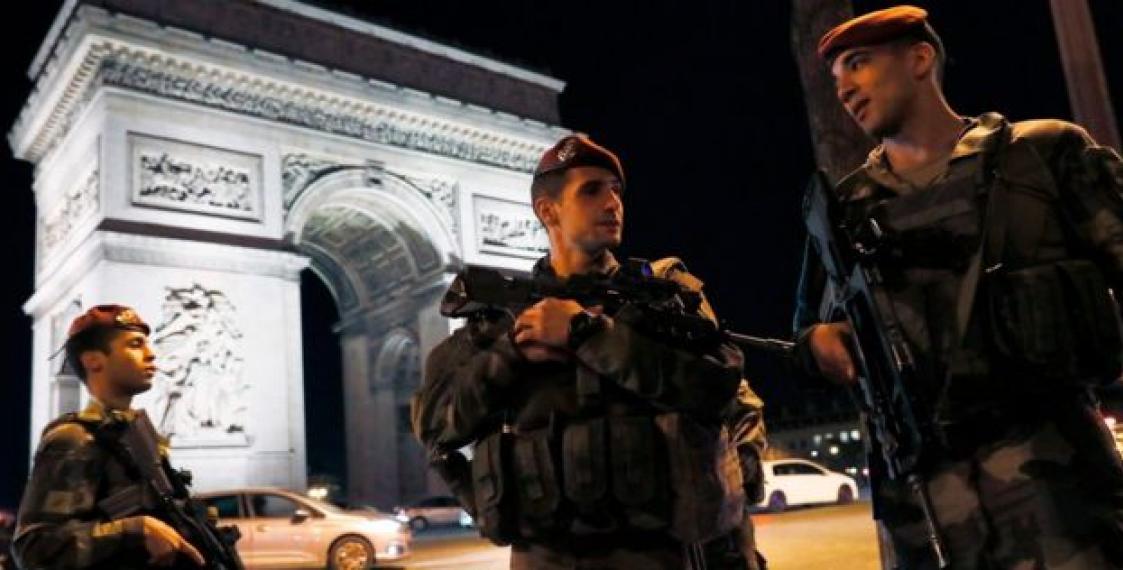 Затеракт встолице франции  ответственность насебя взялоИГ