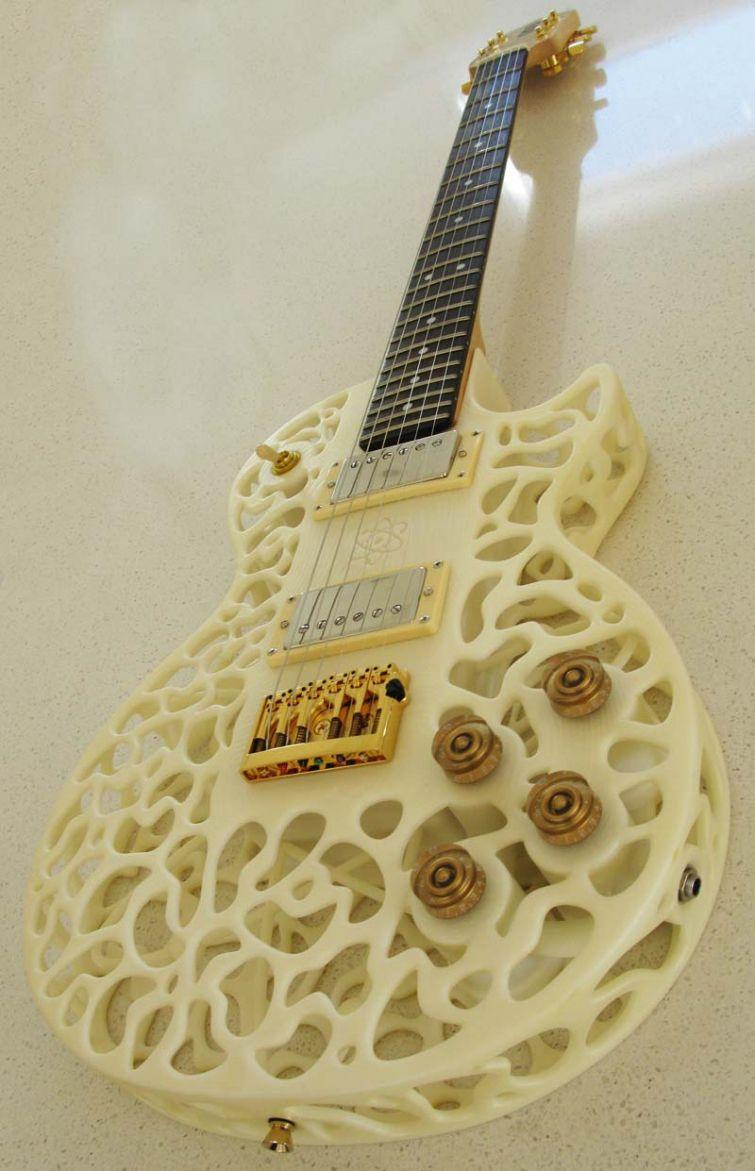 Скотт Саммит первый в мире распечатал полноценную акустическую гитару, которая, по его словам, даже