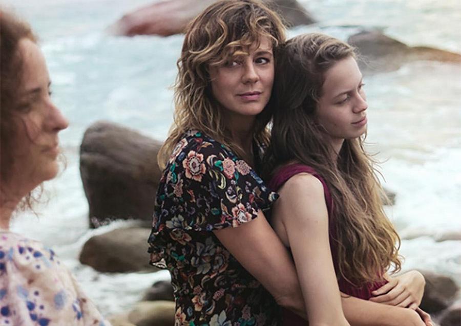 Фильм мексиканского режиссёра Мишеля Франко закручен на истории о матери и её двух дочерях. 17-летня