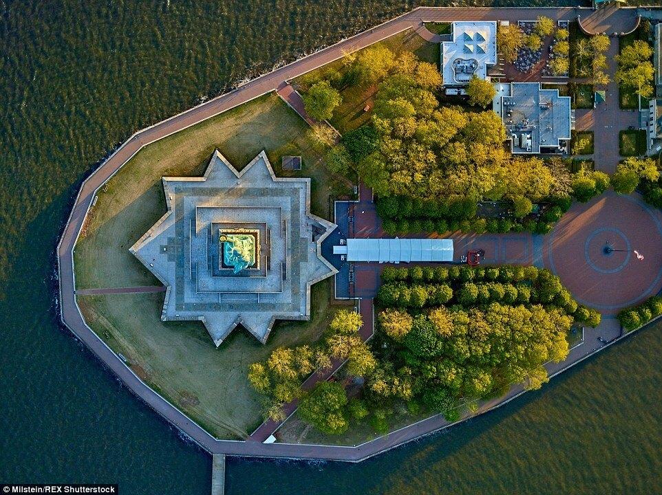 Нью-Йорк с высоты птичьего полёта (17 фото)