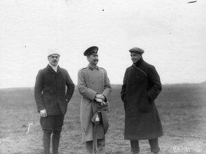 Группа авиаторов на аэродроме среди присутствующих А.А.Кузминский, Б.Суворин - редактор Вечернего времени.