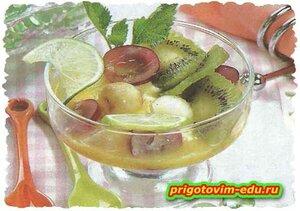 Десерт из дыни и клубники
