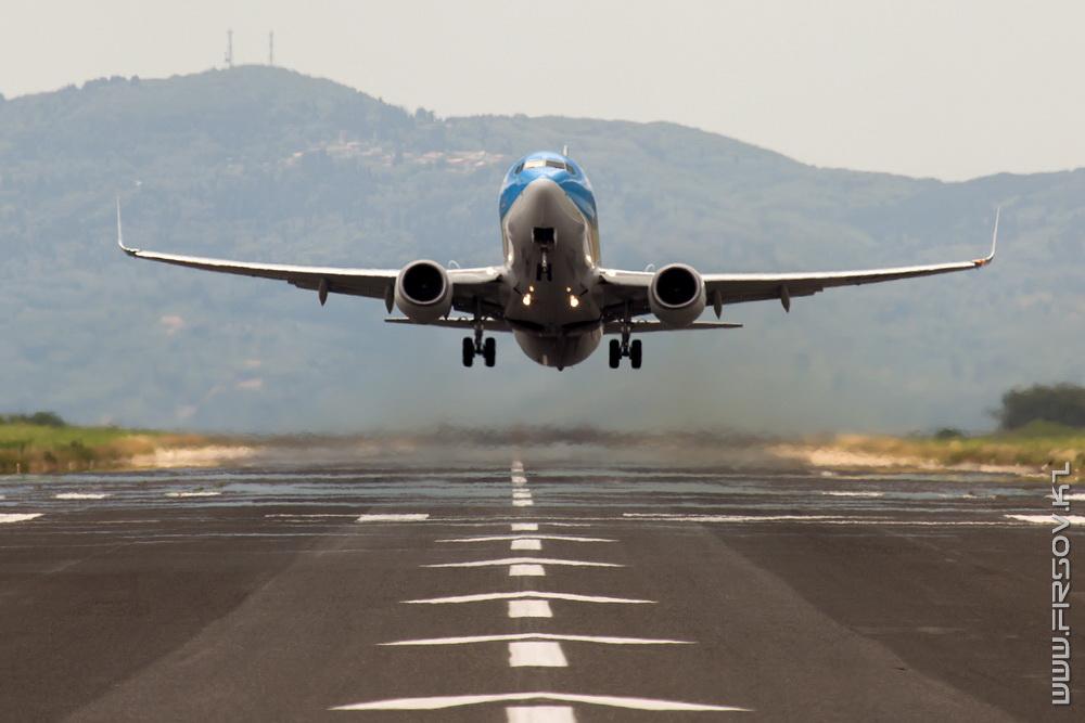 B-737_G-FDZZ_Thomson_6-2_CFU_resize.jpg