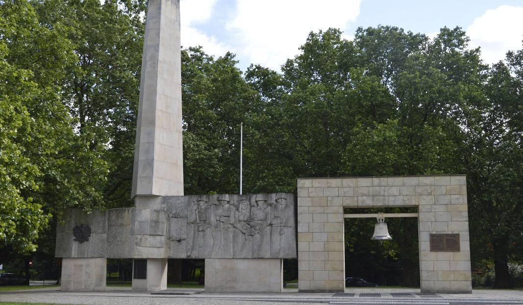 11 lipca 2017 07:37 Gorzów: Pomnik Niepodległości miał zniknąć, jednak jeszcze postoi [ZDJĘCIA]