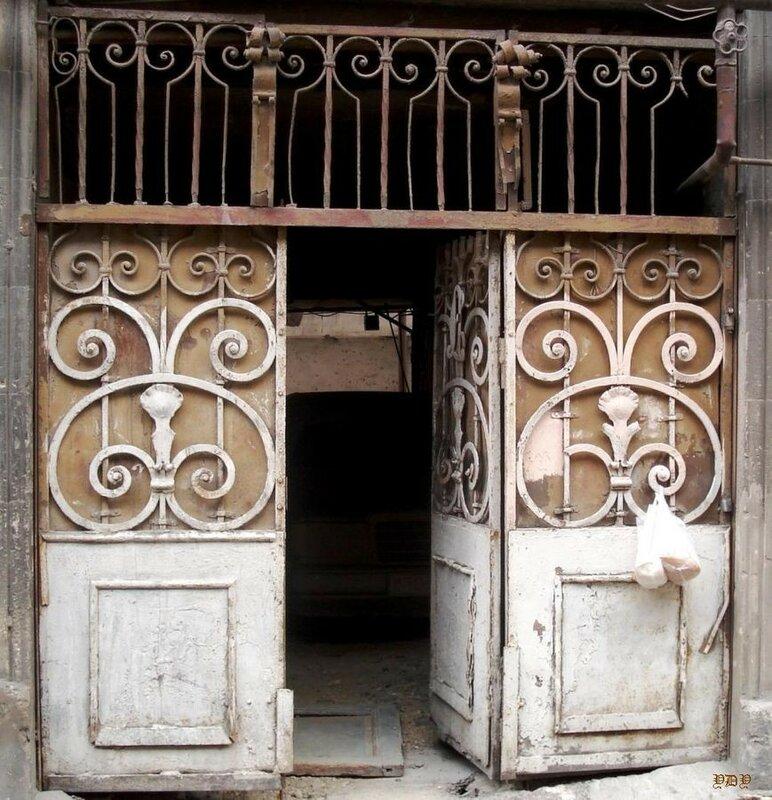 869px-Baku._Gates._Beshir_Safar_oglu_str._136.jpg