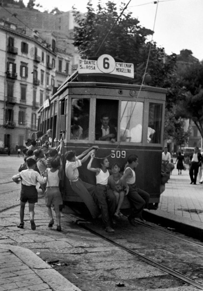 historical-children-playing-photography-58a4658458d30__700.jpg