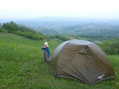 ночевка в сербии с палаткой с ребенком