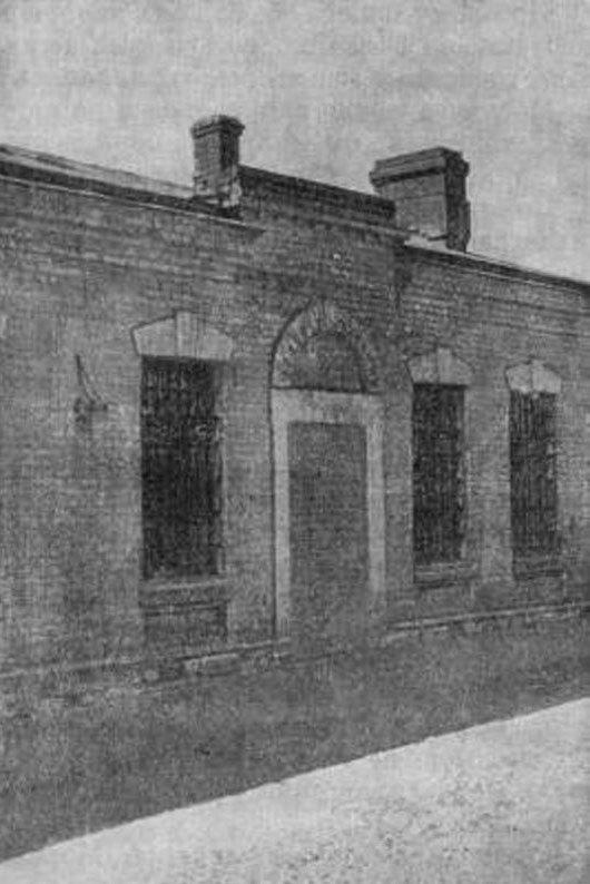 287907 Дверь в Новинской тюрьме, из которой сбежали заключенные 1.07.1909 года. 57 В. Ф. Земскова.jpg