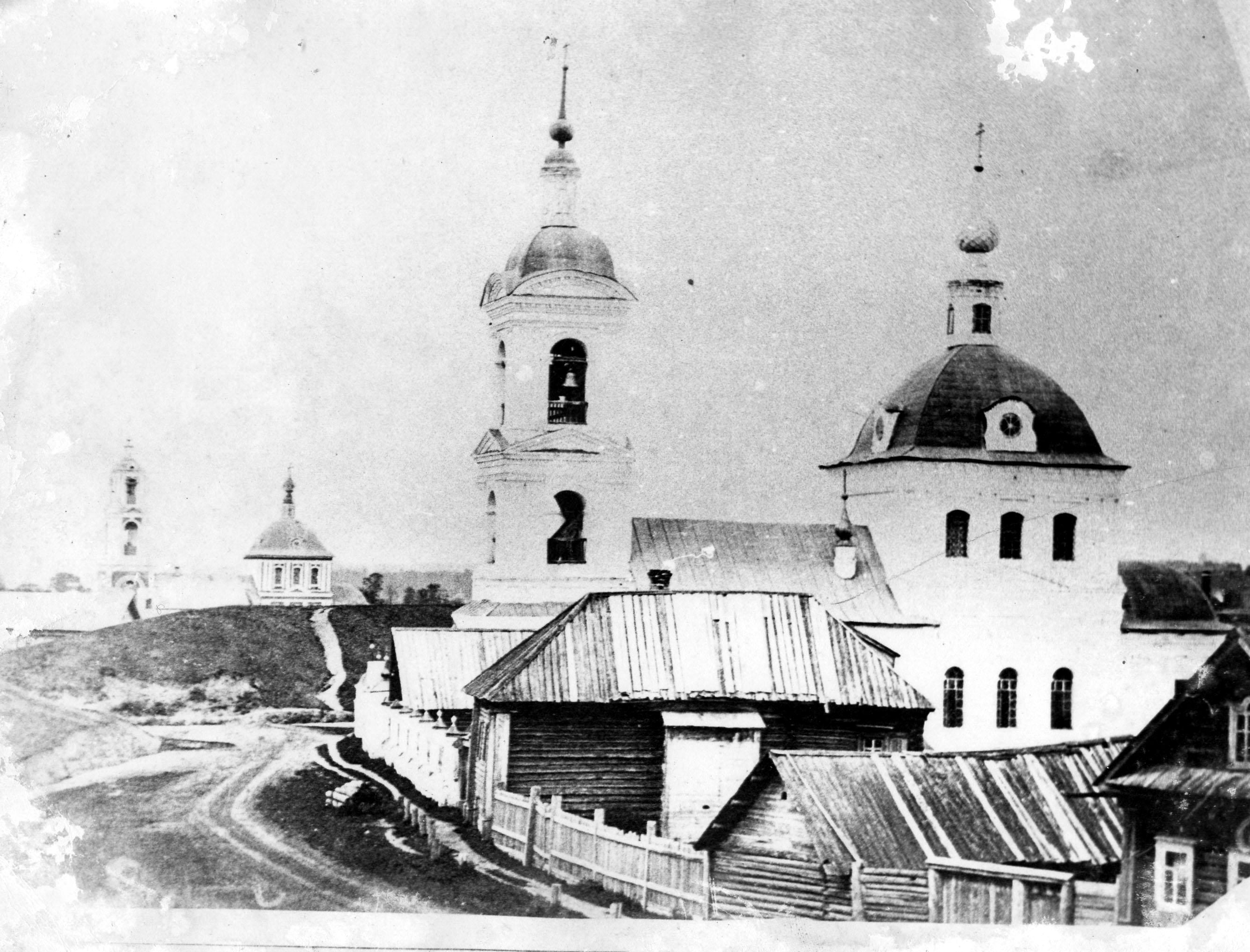 Знаменская и Рождественская церкви