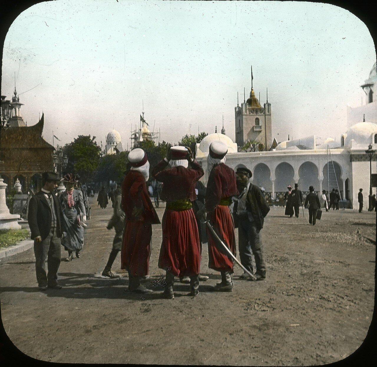 Арабы в Трокадеро