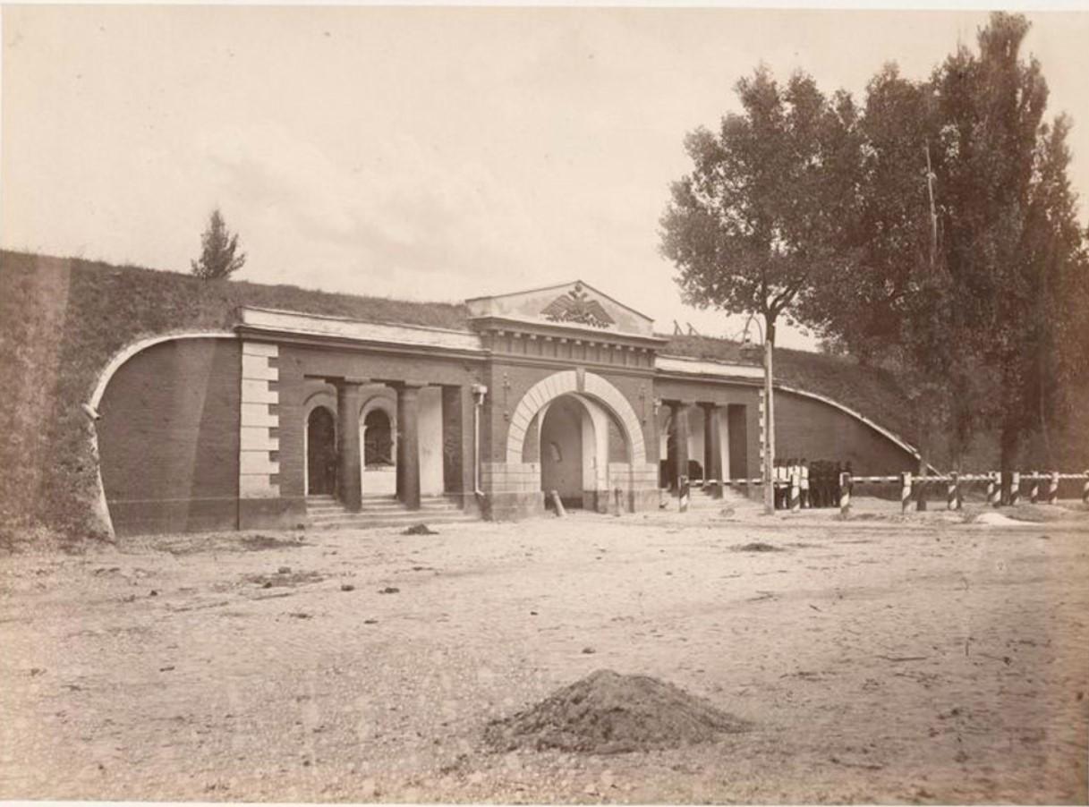 11. Михайловские ворота