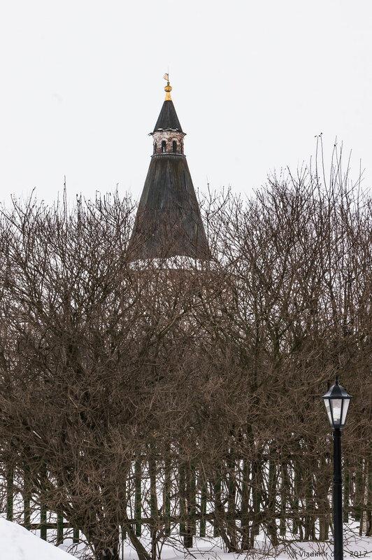 Никольская башня (кон. XVIII в.). Иосифо-Волоцкий монастырь.