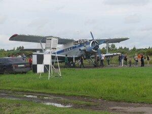 Самолёт Ан-2 на аэродроме в Борках Новгородской области