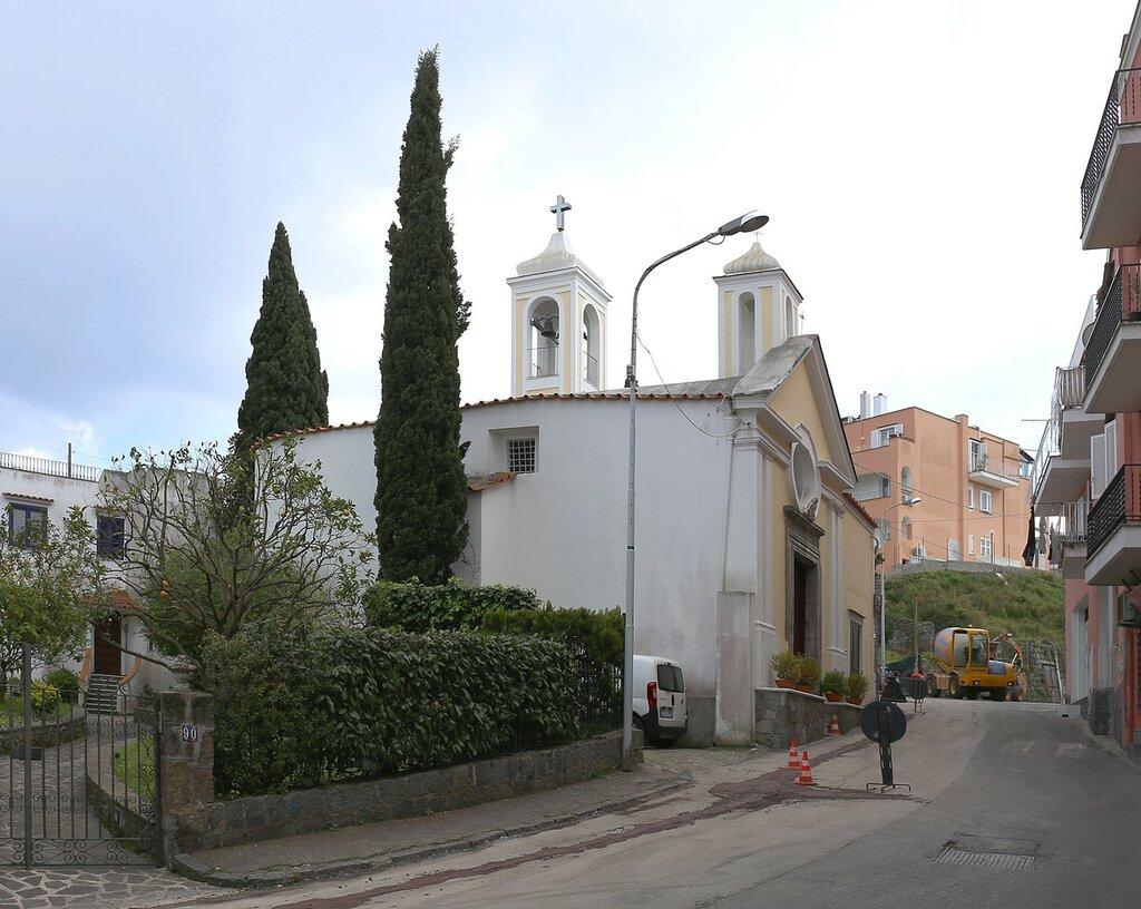 Искья-Порто. Церковь Марии Кармине (Chiesa di Maria del Carmine)