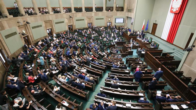 22.06.2017 10:25. Sejm uchwalił nowelę ustawy o zakazie propagowania komunizmu