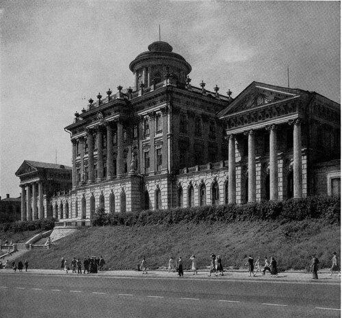 Библиотеки имени Ленина. Общий вид после реконструкции Моховой улицы
