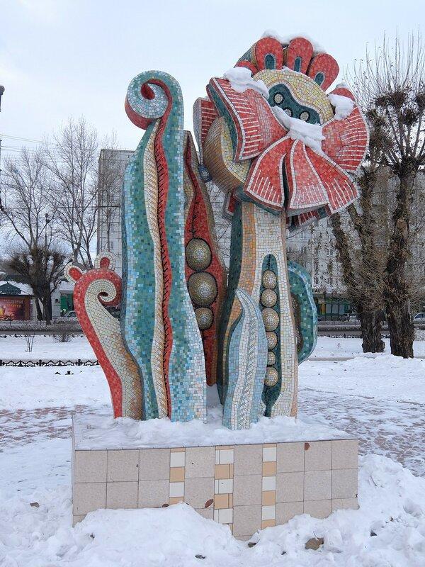 Абакан - Скульптура у дворца молодежи